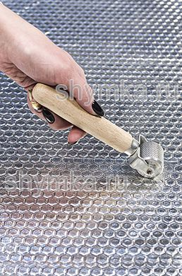 Ролик прикаточный металлический диаметр 30мм ширина 31мм деревянная ручка на пластине