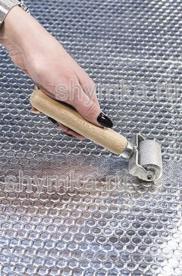 Ролик прикаточный металлический диаметр 30мм ширина 44мм деревянная ручка на пластине