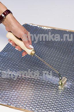 Ролик прикаточный металлический ОТОГНУТЫЙ диаметр 20мм ширина 35мм УДЛИНЕННАЯ деревянная ручка